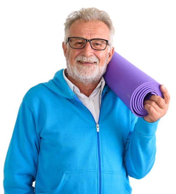 Senior po wykonanych ćwiczeniach na kręgosłup